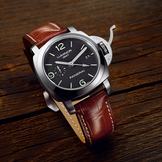 Detailed Review With The  Panerai Luminor 1950 3 Days GMT Replica
